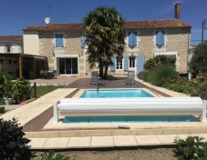 Walled-farmhouse-garden-and-pool-resize