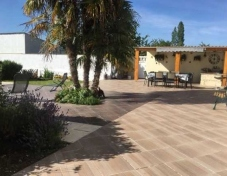 Large-patio-area-and-summer-kitchen-2-resize